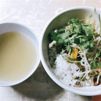 Cơm Hến Quỳnh