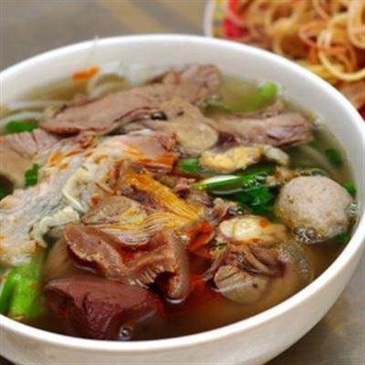 Quán Cẩm – Mì Quảng & Bún Bò