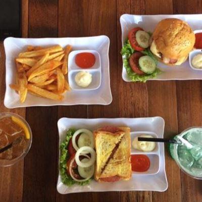 MOON Milk Tea & Fast Food