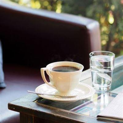 Bé Hồng Cafe
